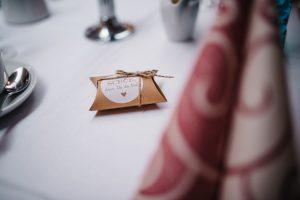 Schönes Gastgeschenk auf der Hochzeit - Herzklopfreportagen by Steven Ritzer